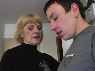 Young guy agrees to please Meriska B off out of one's mind drilling her pussy