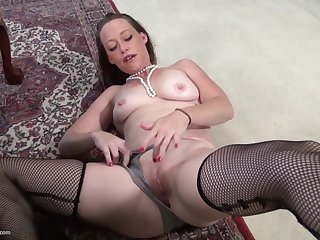 Ramming a dildo in say no to delicious pussy makes Tatiana A happy