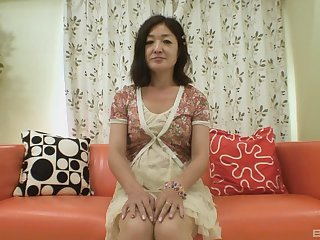 horny milf Chiyo Yamabe prepares her pussy with fingers before sex toy