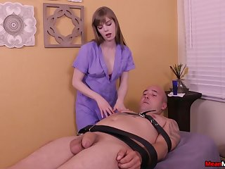 Amateur dude enjoys being tied up and pleasured by Dolly Leigh