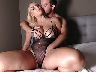 Thick MILF Vanessa Cage oils up during a sexy lingerie fuck
