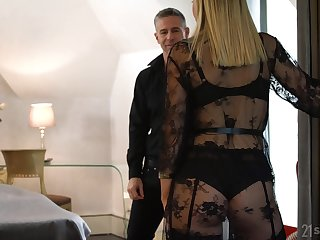 Swinger wife Siya Jey gets treated to some hot MMF threesome