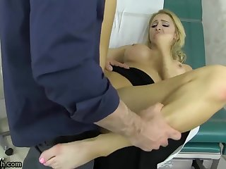 Alix Lynx is played with at the doctors