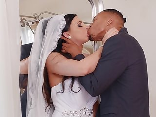 Bride to be gets laid with the black best man on her wedding day