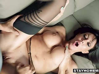 Hot Cougar Offers Her Pussy to Stepson