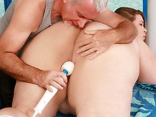 Fat Floozy BabyDollBBW Gets Her Desires Gratified by a Fetishist Masseur