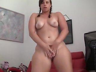 Pretty bitch in real amateur porn video