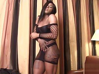 TS ebony masturbating after interview