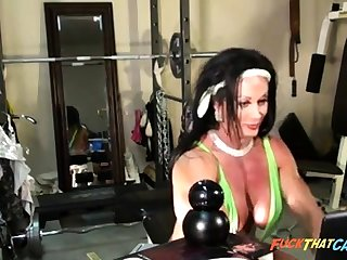 Sexy Female Bodybuilder Cam Tease