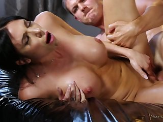 Buxom Masseuse Jaclyn Taylor Fucks Her Client